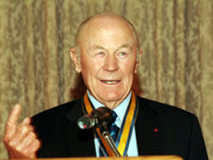 Chuck Yeager addressing the congregation